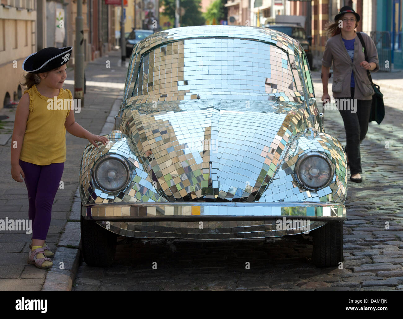 A VW beetle with 11,000 mirror mosaics stands as art work 'That what shines' (2011) by Ked Olszewski in - Stock Image
