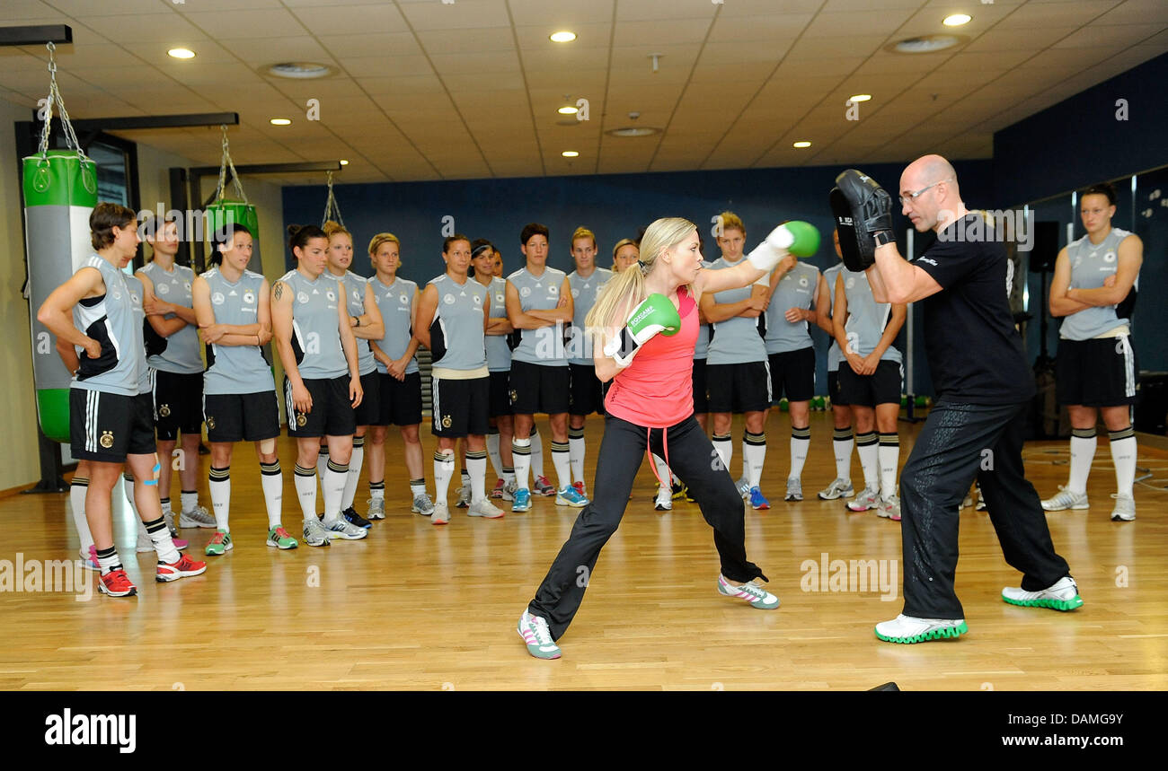 Former world boxing champion Regina Halmich (FRONT L) is boxing with the German national soccer team during - Stock Image