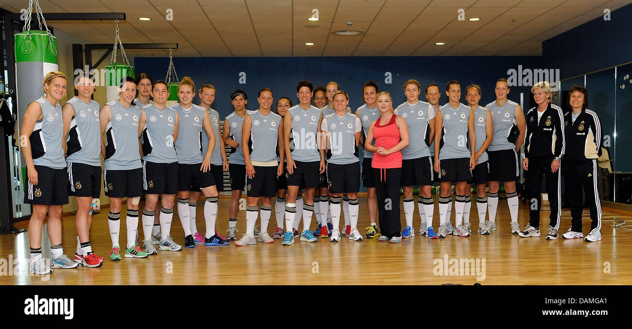 Former world boxing champion Regina Halmich (8th to R) poses with the German national soccer team during a - Stock Image