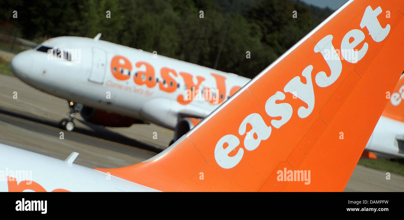 An airplane from the British airline Easyjet rolls down the taxiway at Berlin-Schoenefeld Airport in Schoenefeld, - Stock Image