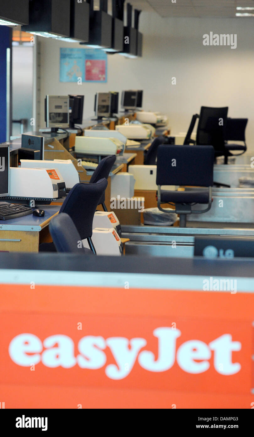 Teh counters of the British airline Easyjet are empty at Berlin-Schoenefeld Airport in Schoenefeld, Germany, 27 - Stock Image