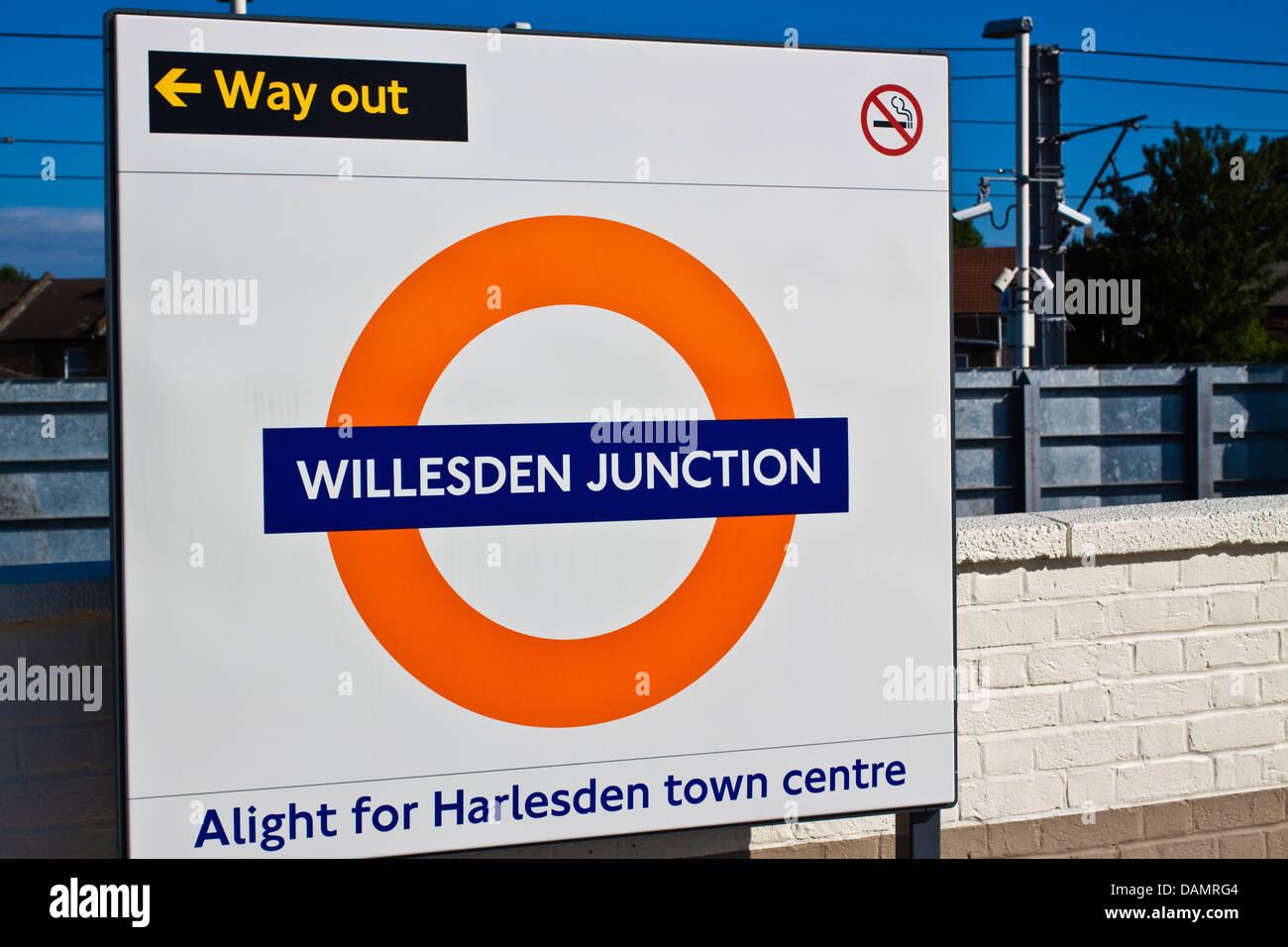 Willesden junction railway station - Stock Image