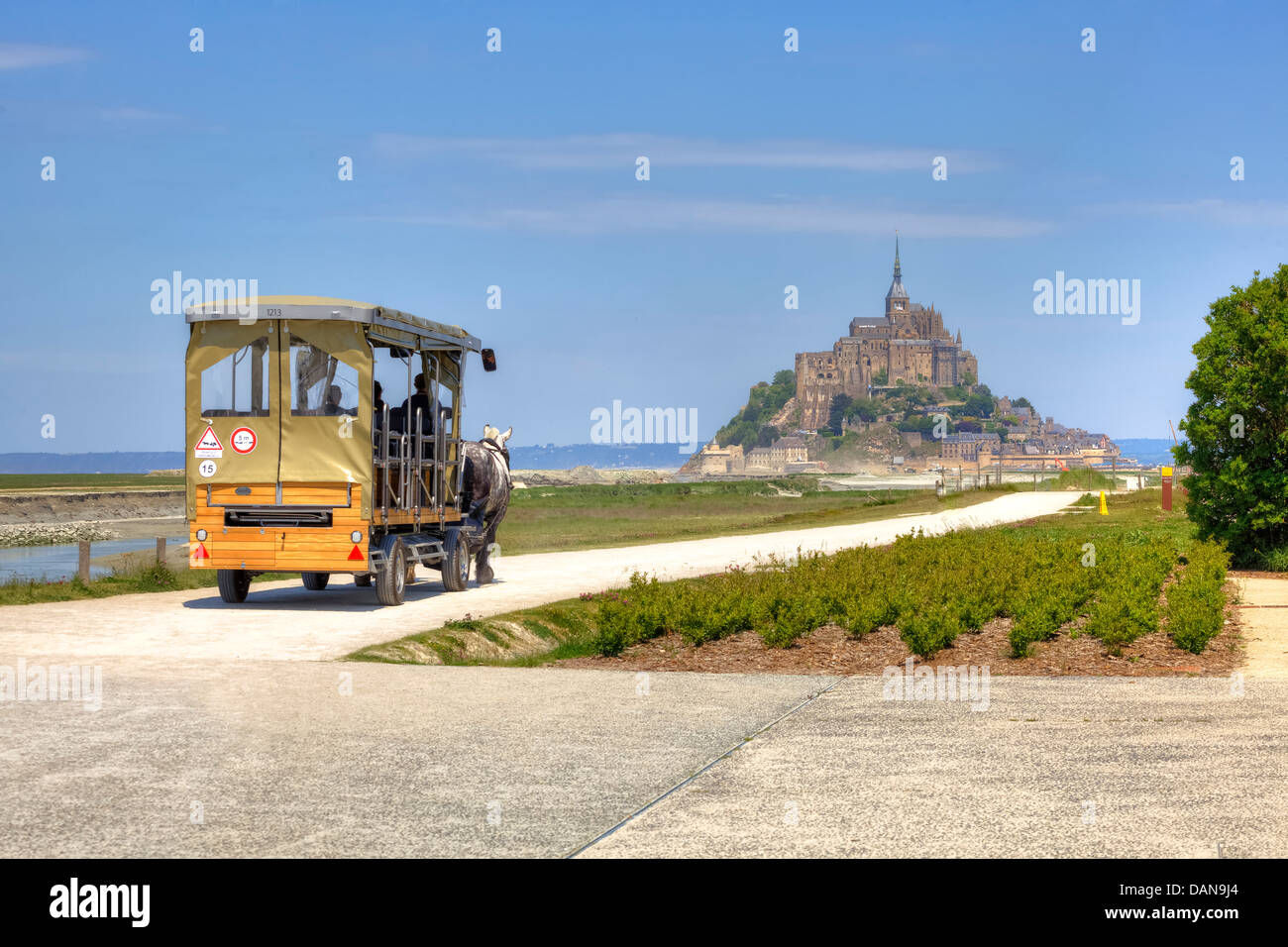 with a horse carriage to Le Mont-Saint-Michel, Avrachnes, Normandy, France - Stock Image
