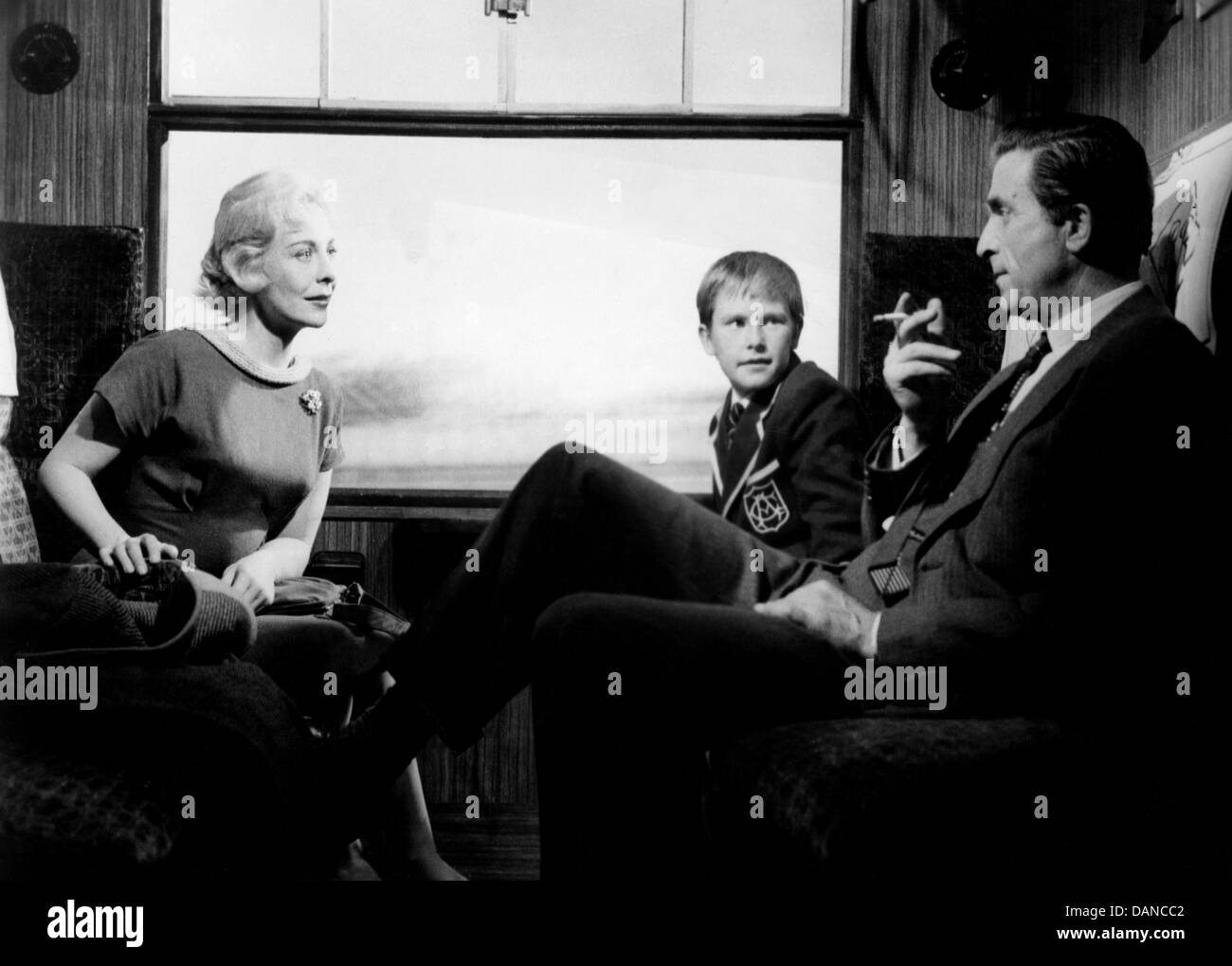 NIGHT TRAIN FOR INVERNESS (1960) JANE HYLTON NORMAN WOOLAND DENNIS WATERMAN ERNEST MORRIS (DIR) NTFI 003 MOVIESTORE Stock Photo