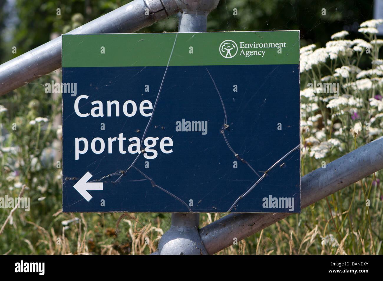 Canoe portage sign at Chertsey Lock, Surrey. - Stock Image