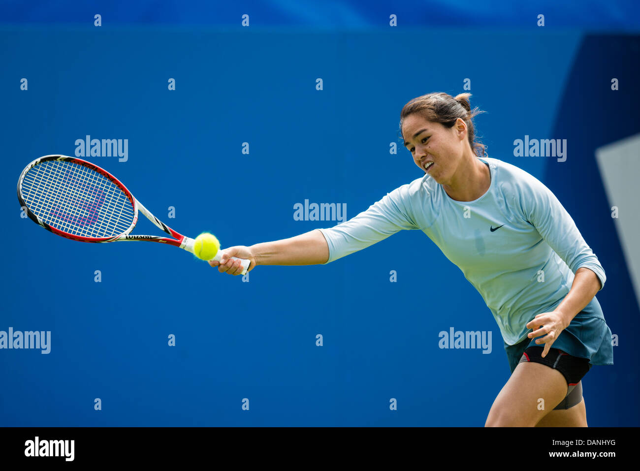 Jamie Hampton of USA in action playing single handed backhand shot - Stock Image