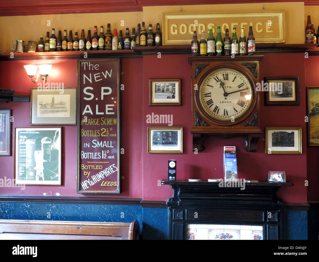 The West Riding Pub Dewsbury Station , The Ale Train from Stalybridge to Batley - Stock Image