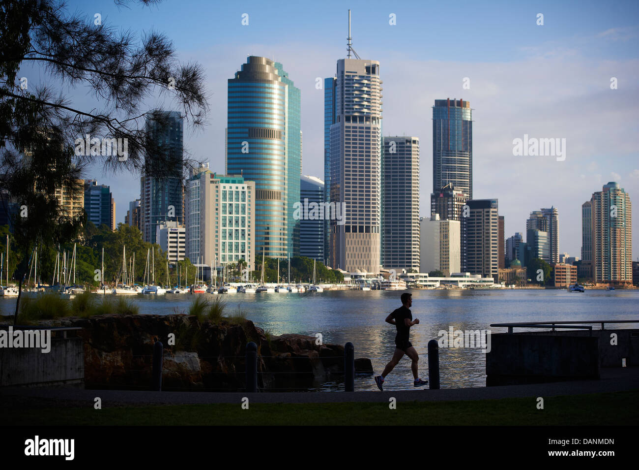 Jogger with Brisbane city backdrop - Stock Image