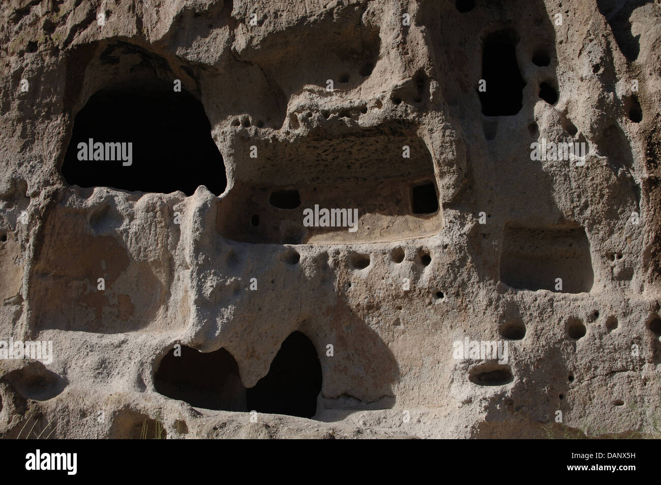 United States. Bandelier National Monument. Anasazi Culture, ancestrals Pueblo Indians. Cliff dwellings. State of - Stock Image