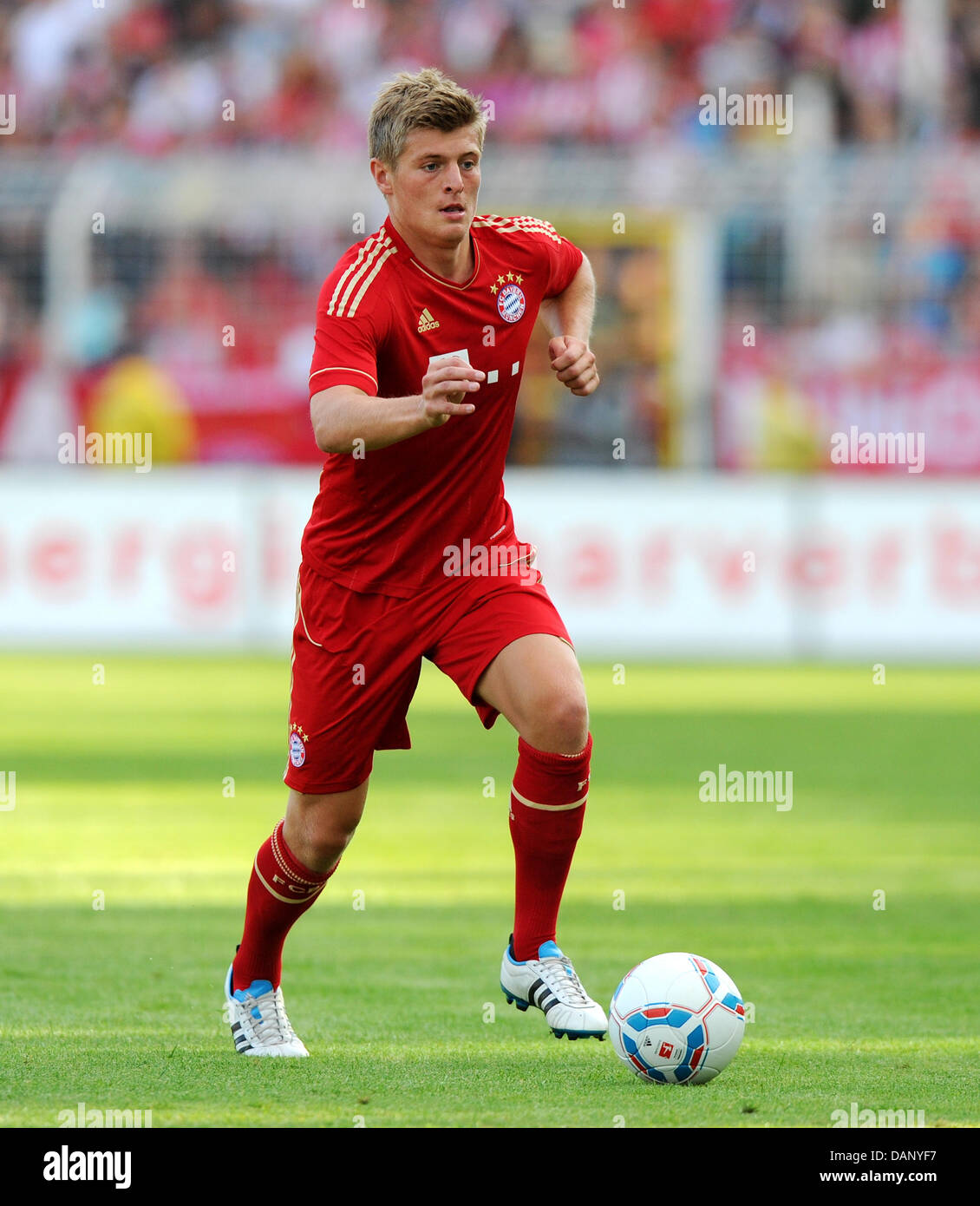 Toni Kroos of FC Bayern Munich controls the ball during the friendly Stock  Photo - Alamy