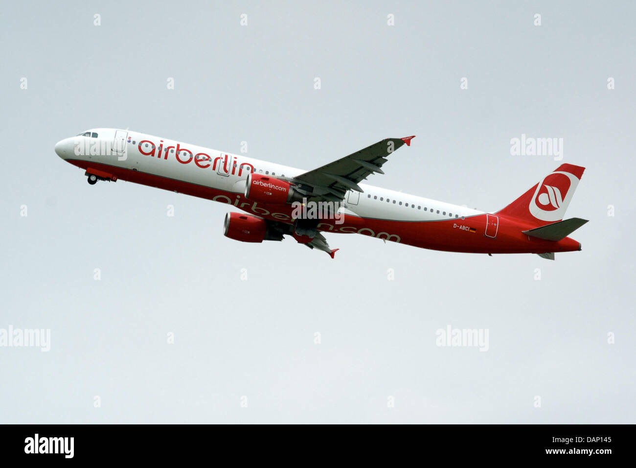 An airberlin Airbus A320 takes off from Leipzig/Halle Airport inSchkeuditz, Germany, 04 July 2013. Photo: PETERENDIG Stock Photo