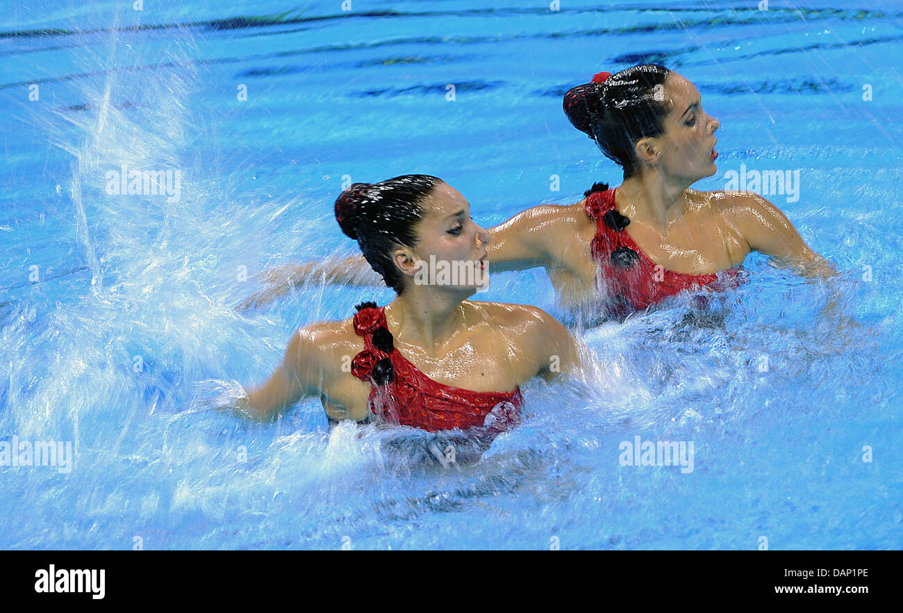 Spains's synchronised swimmers Ona Carbonell and Andrea Fuentes perform in the Duets Free synchronized swimming - Stock Image