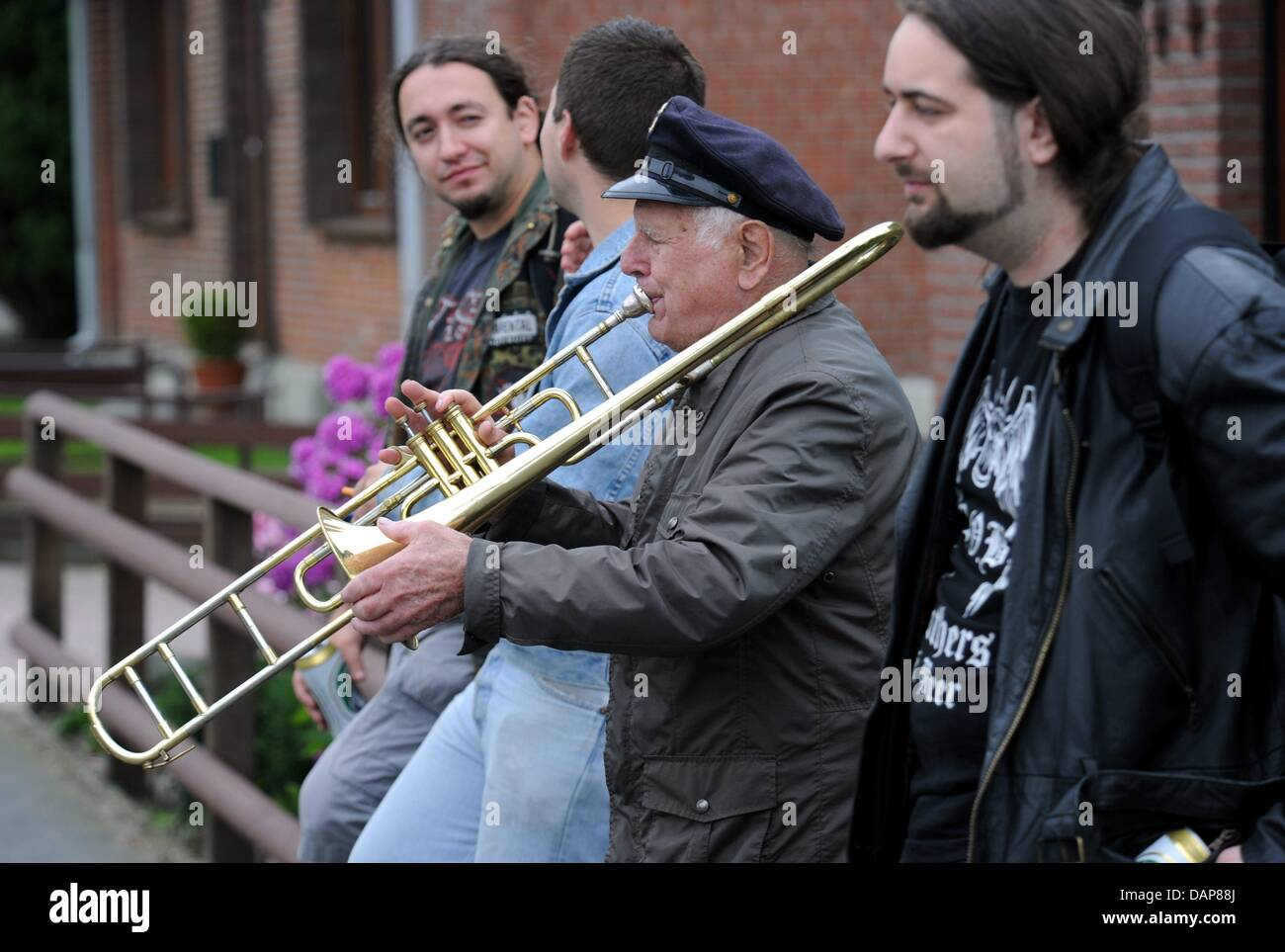 Opa Willi serenades arriving heavy metal fans in Wacken,Germany, 01 August 2011. More than 75,000 visiters - Stock Image
