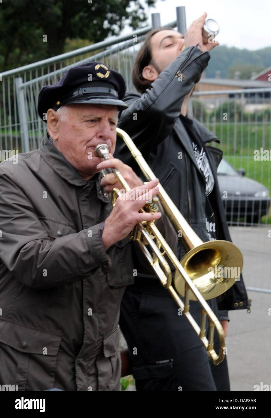 'Opa Willi' serenades arriving heavy metal fans in Wacken,Germany, 01 August 2011. More than 75,000 - Stock Image