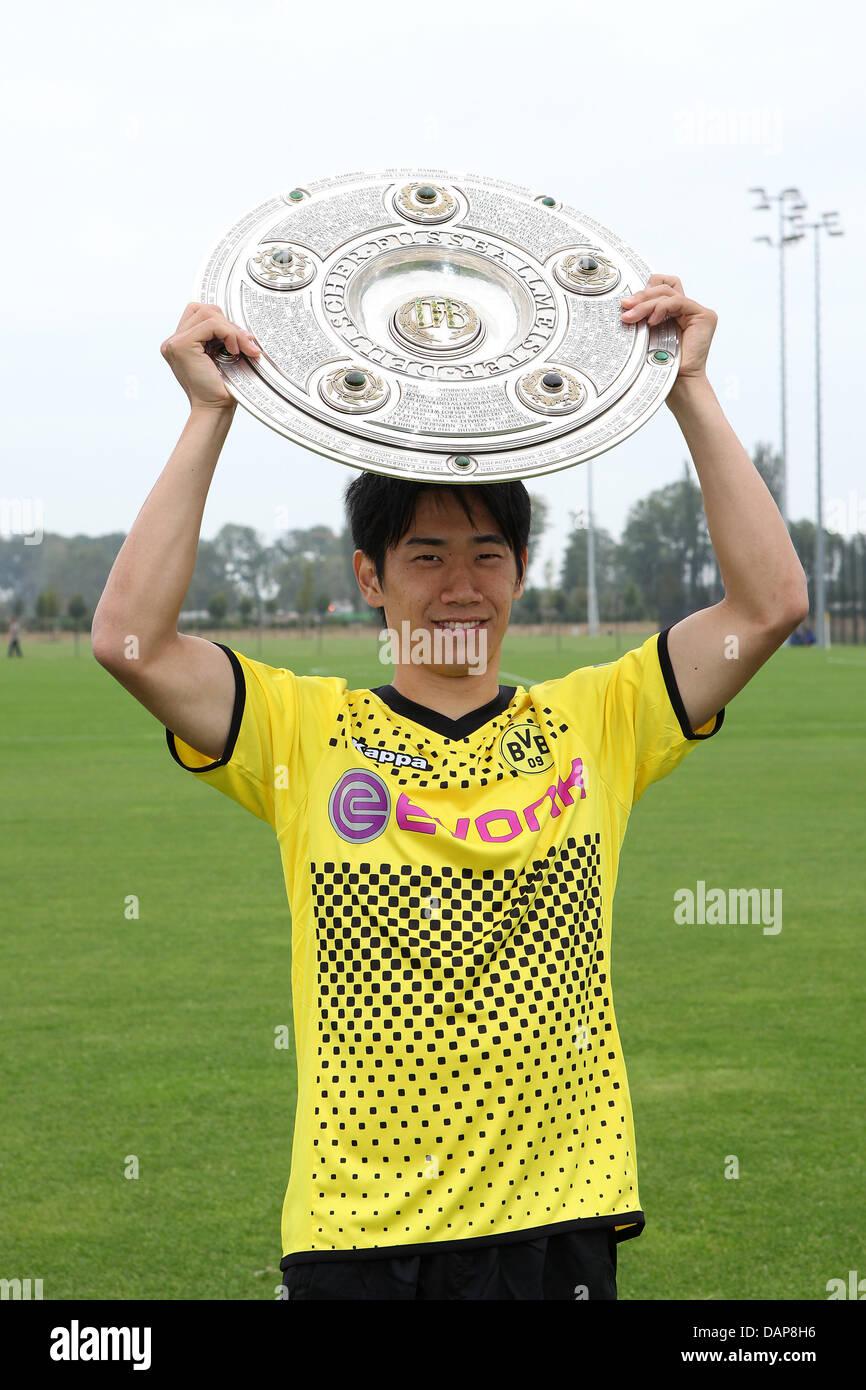 Cool Shinji Kagawa - shinji-kagawa-from-the-bundesliga-soccer-team-borussia-dortmund-bvbstands-DAP8H6  Gallery-828420.jpg