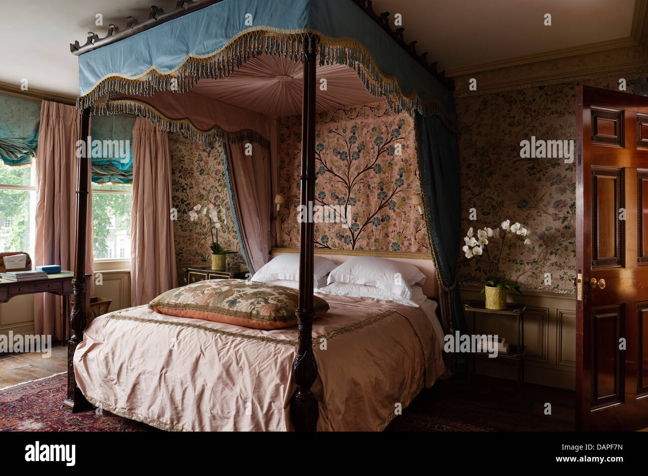 Four poster bed in Georgian apartment in London, interior designer Alvise Orsini UK - Stock Image