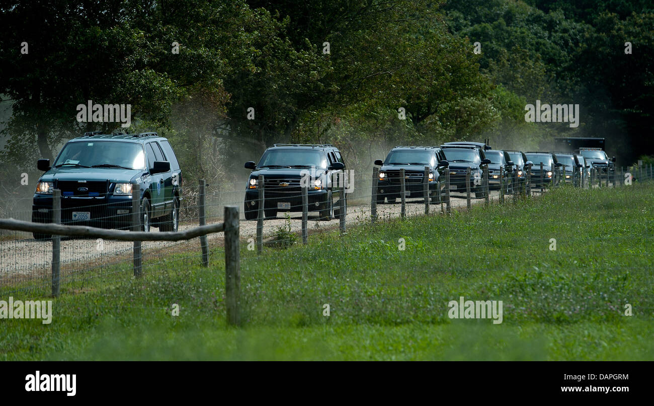 The motorcade of United States President Barack Obama leaves the Blue Heron Farm on Martha's Vineyard, in Chilmark, - Stock Image