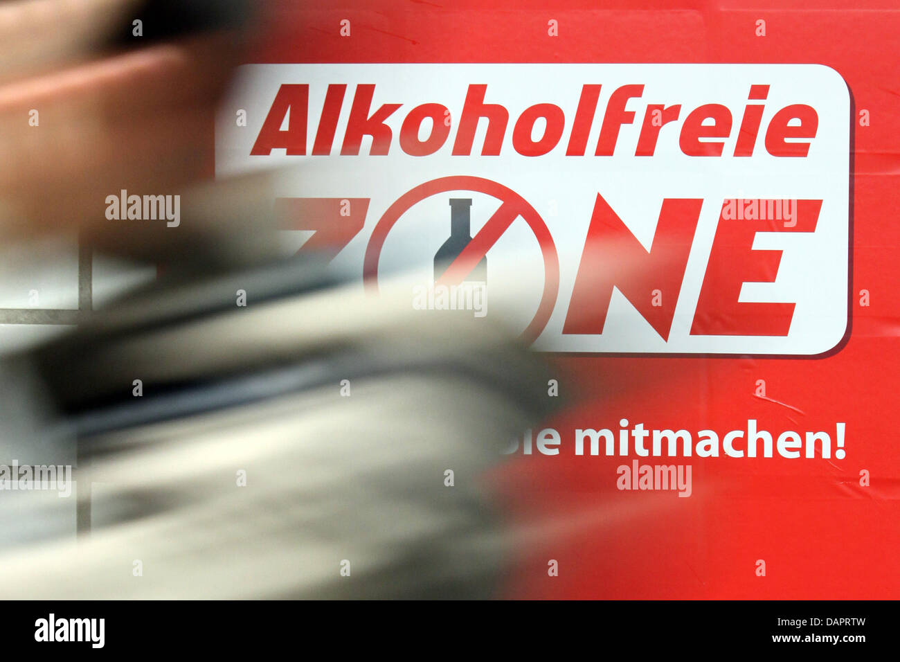 A poster with the slogan 'Non-alcoholic zone - thanks for joining in!' ('Alkoholfreie Zone - Danke, - Stock Image