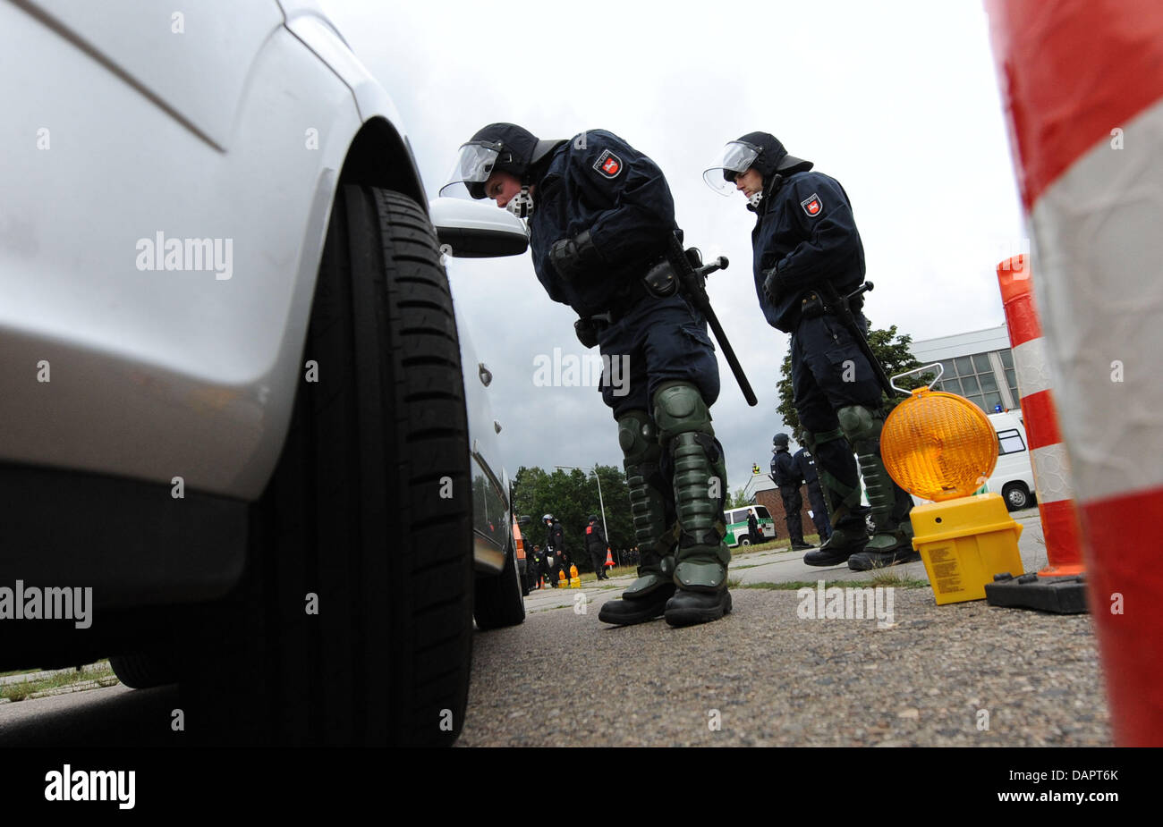 Police officers raid a car during a drill inCelle,Germany, 30August 2011. The Lower Saxonian riot - Stock Image