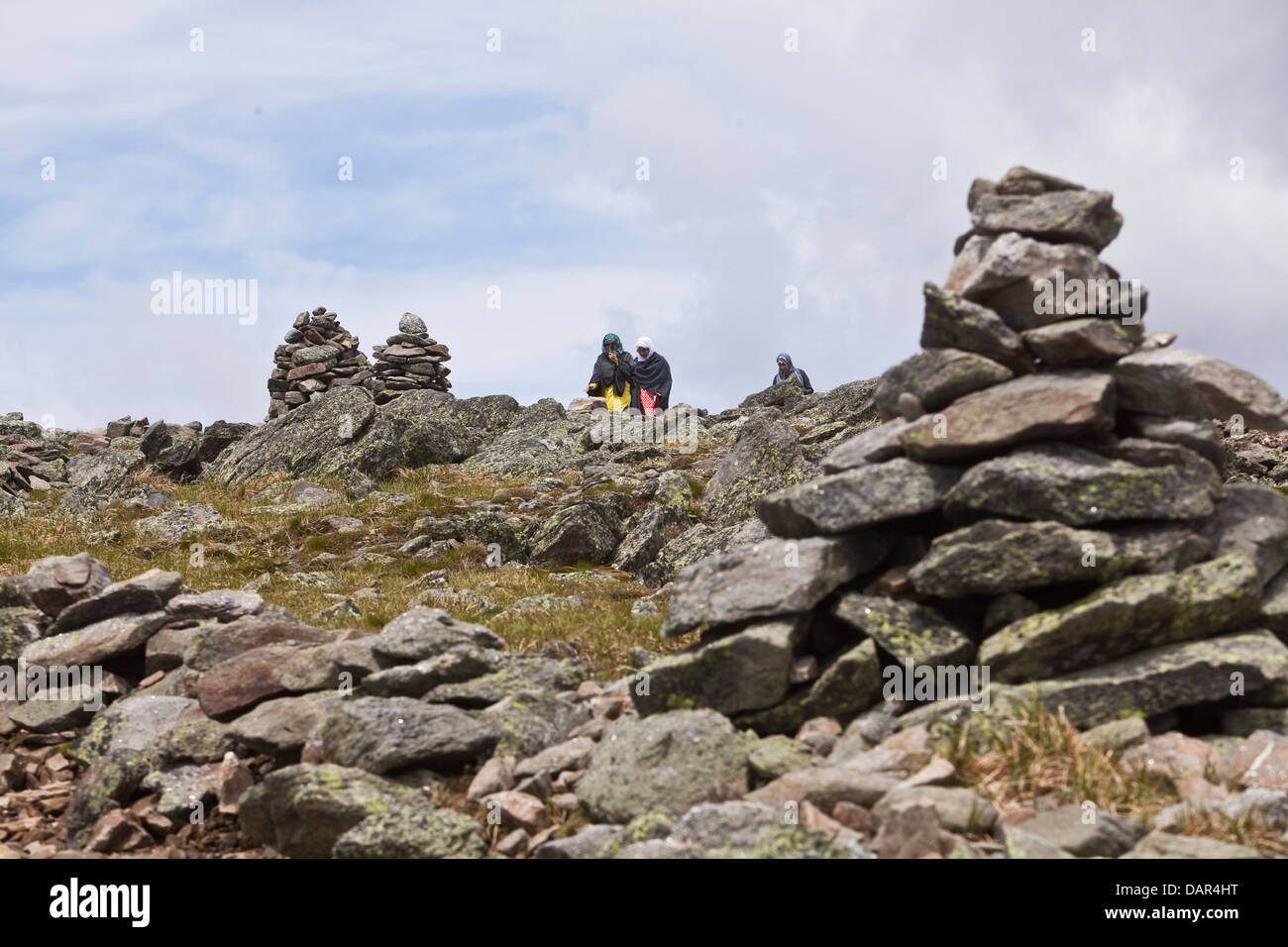 Women wearing hijabs walk amongst cairns on Mount Washington in New Hampshire - Stock Image