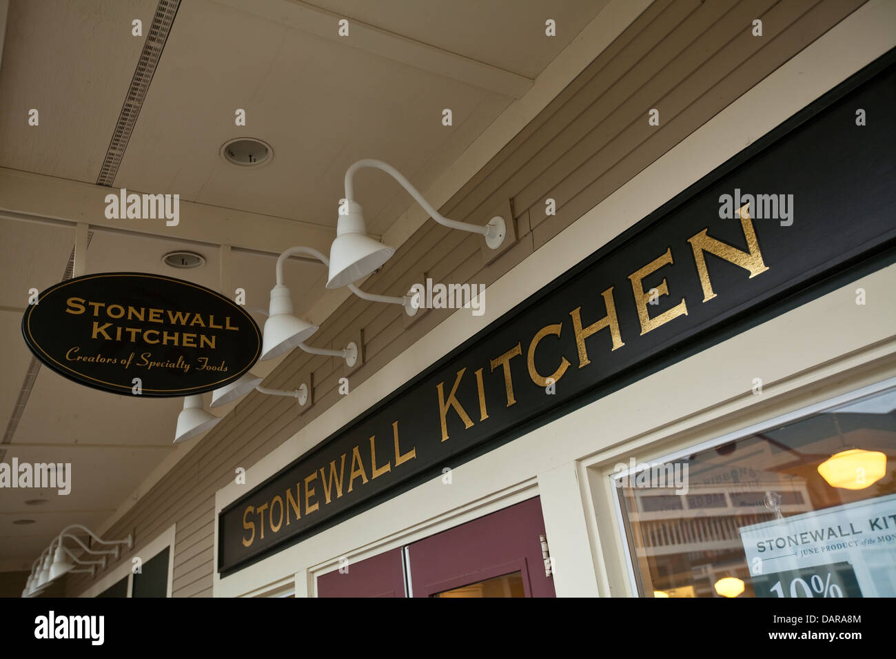 Gentil A Stonewall Kitchen Store Is Pictured At The Settlersu0027 Green Outlet Village  In North Conway
