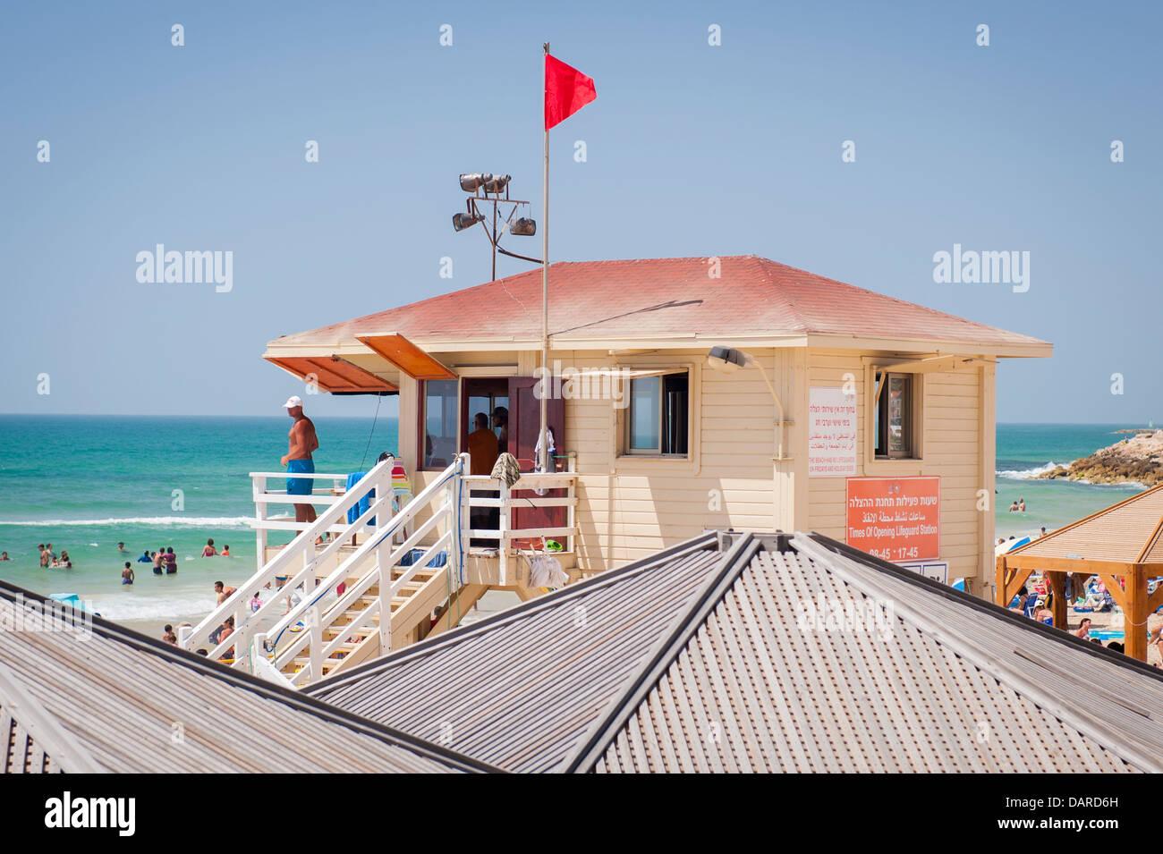 Israel Tel Aviv Jaffa Yafo Manta Ray Beach crowds life guards savers hut detail - Stock Image
