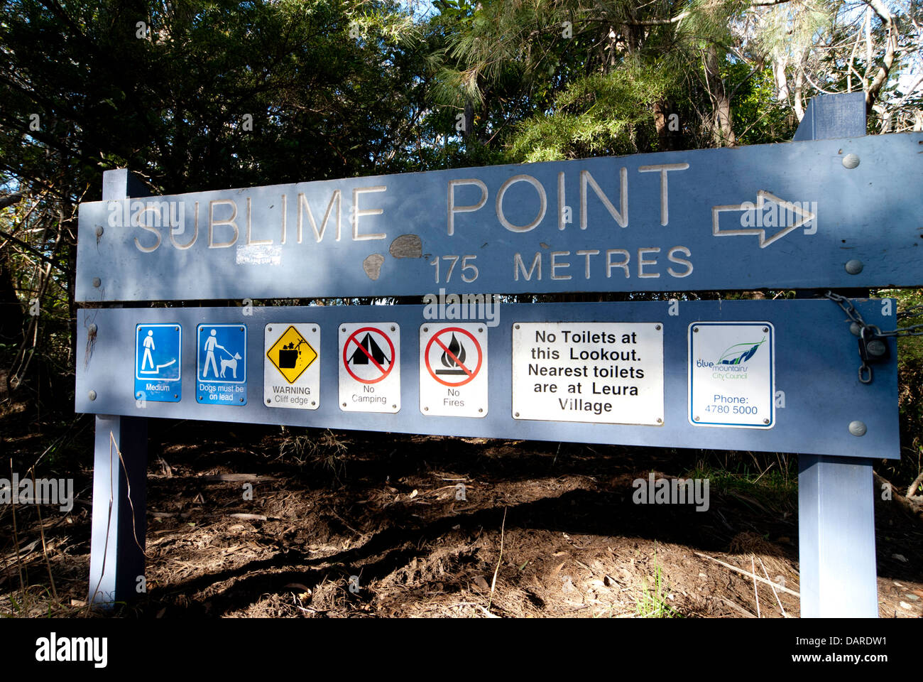 Warning and information signage at Sublime Point, Leura, Blue Mountains, Australia - Stock Image