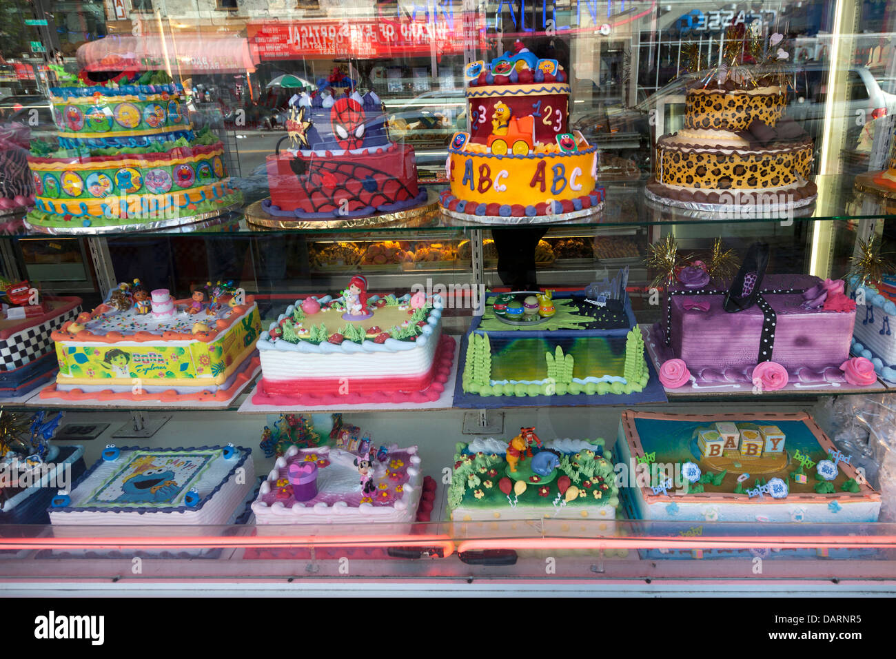 Birthday Cakes Ina Shop In New York City Stock Photo 58299673 Alamy