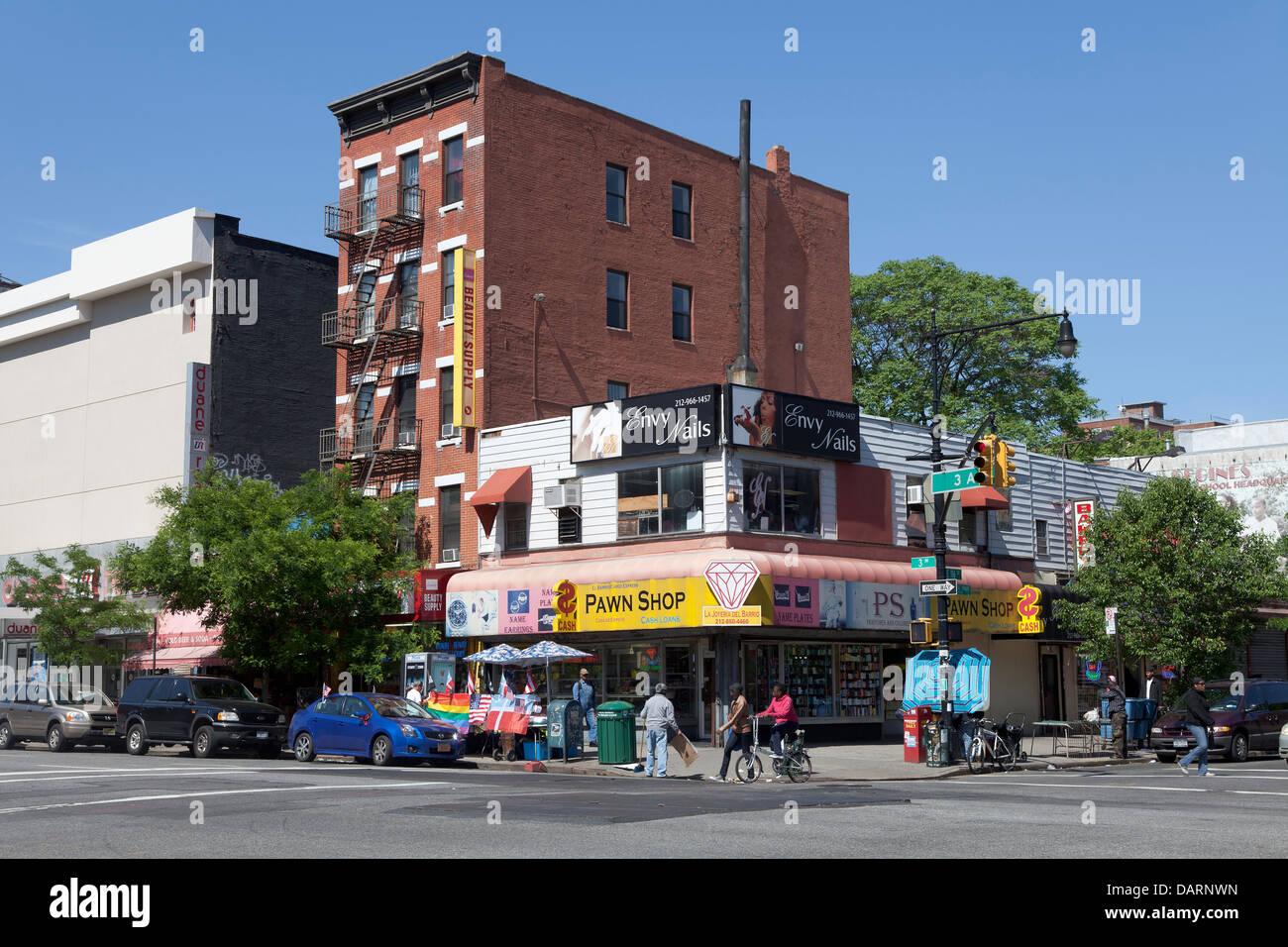 Pawn shop at 3rd Av, New York City - Stock Image