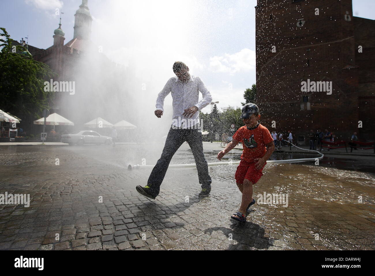 Gdansk , Poland 18th, July 2013 Tourists and Gdansk citizens cools under the water curtains in the Gdansk city Old - Stock Image