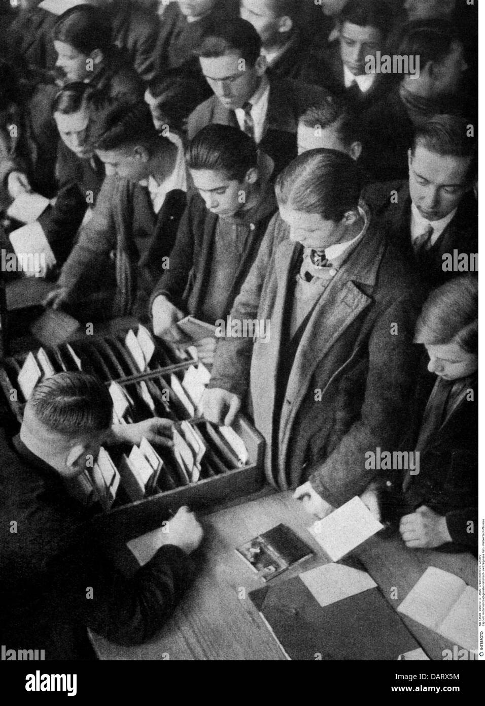 events, Great Depression 1929 - 1933, unemployment, young men in job centre, after photograph, circa 1930, historic, - Stock Image