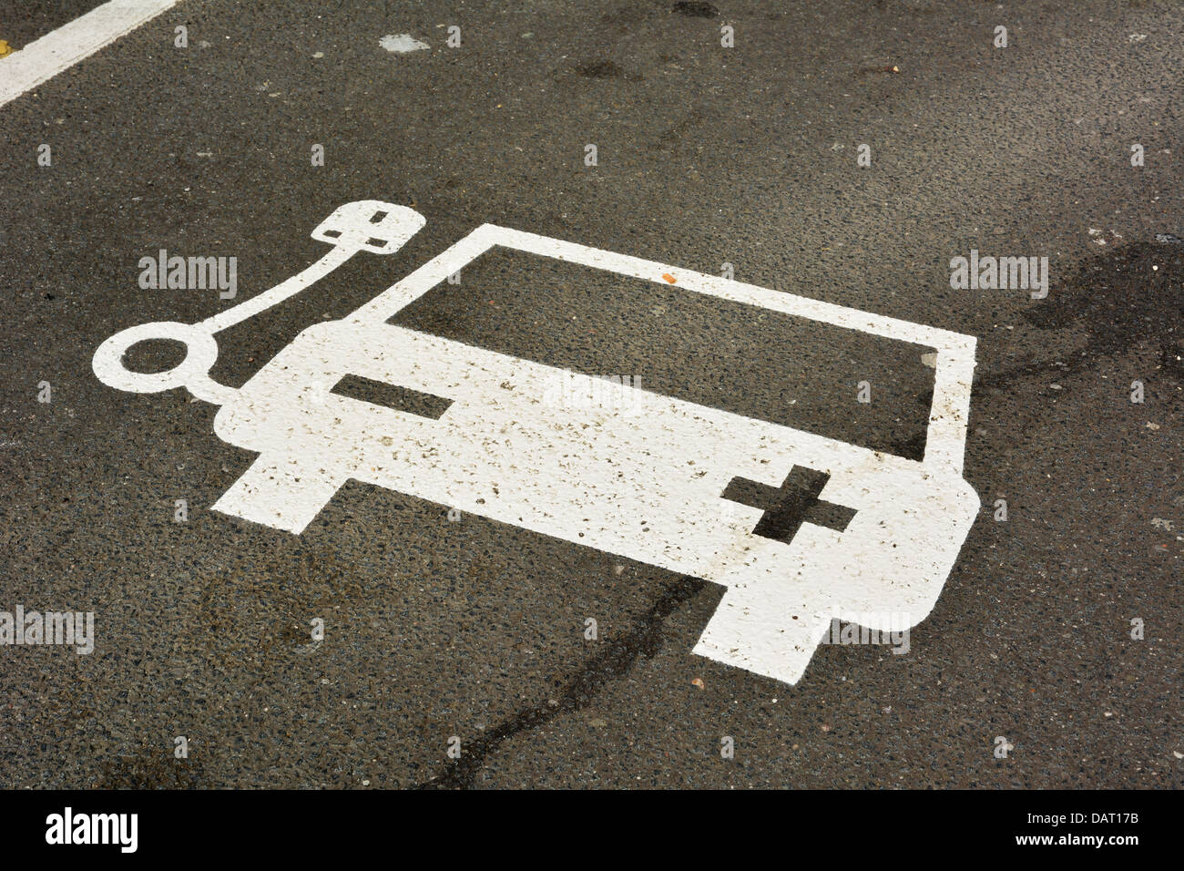 Sign at an electric car charging point in Yorkshire, UK, 18-07-2013. Photo by John Robertson. Electric vehicles - Stock Image