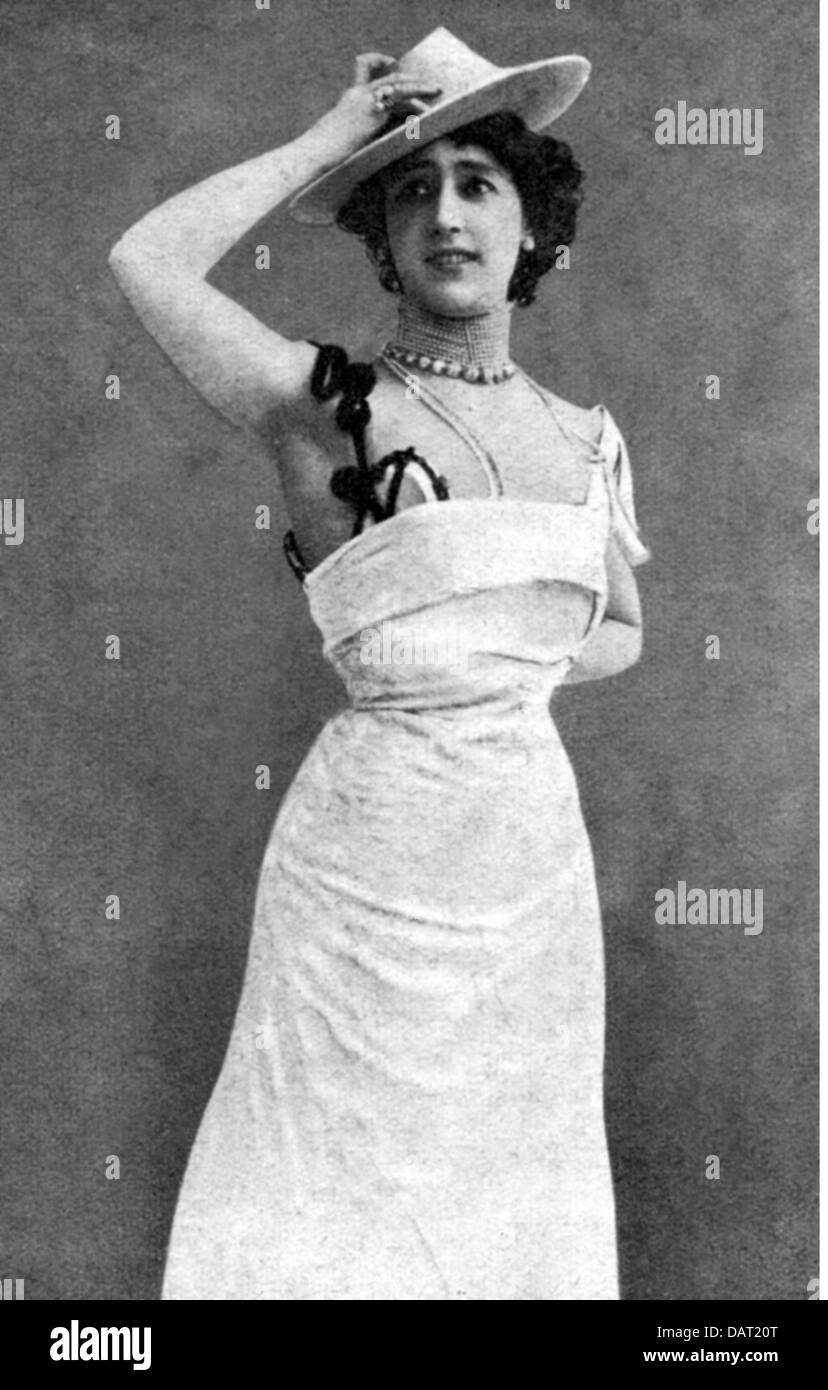 "Otero, Caroline ""la Belle"", 1868 - 1965, Spanish dancer, in national dress, half length, circa 1900, Additional Stock Photo"
