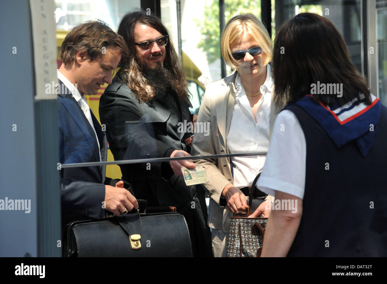 Berlin artist Jonathan Meese (2-L)arrives at the regional court with his lawyers inKassel, Germany, 18 July 2013. Stock Photo