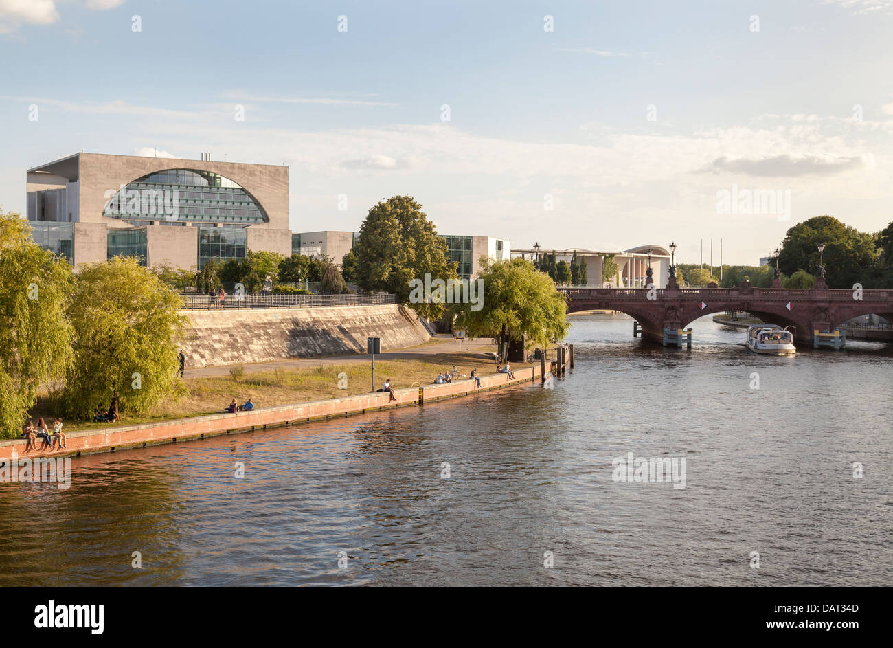 River Spree with Moltke Bridge and Bundeskanzleramt, Berlin, Germany Stock Photo