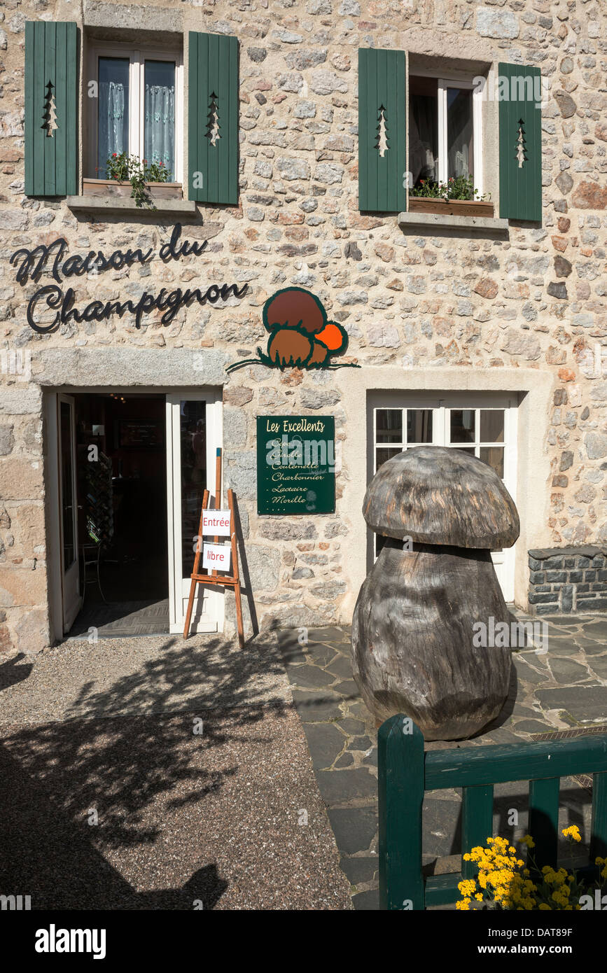 Arthur Bonnet Le Mans bonnet stone stock photos & bonnet stone stock images - alamy