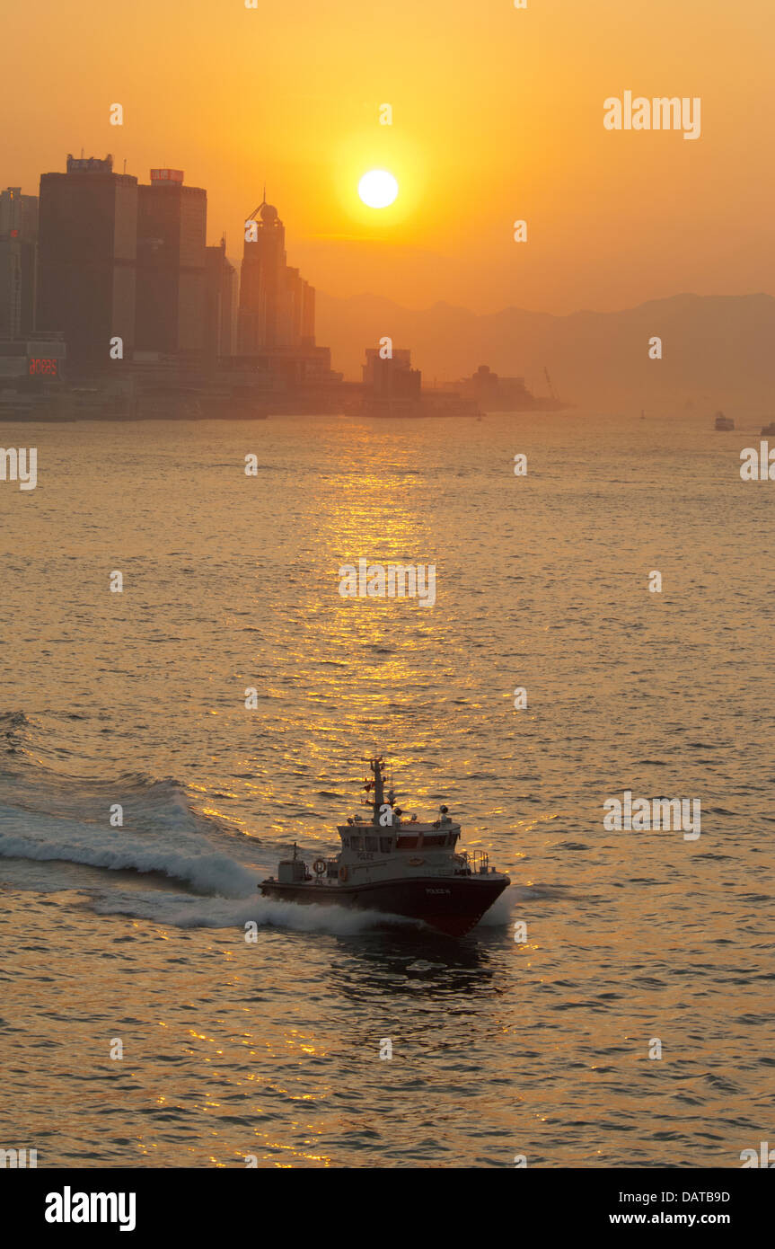 China, Hong Kong. Sunset view of Honk Kong Island from Victoria Harbor and Kowloon. - Stock Image