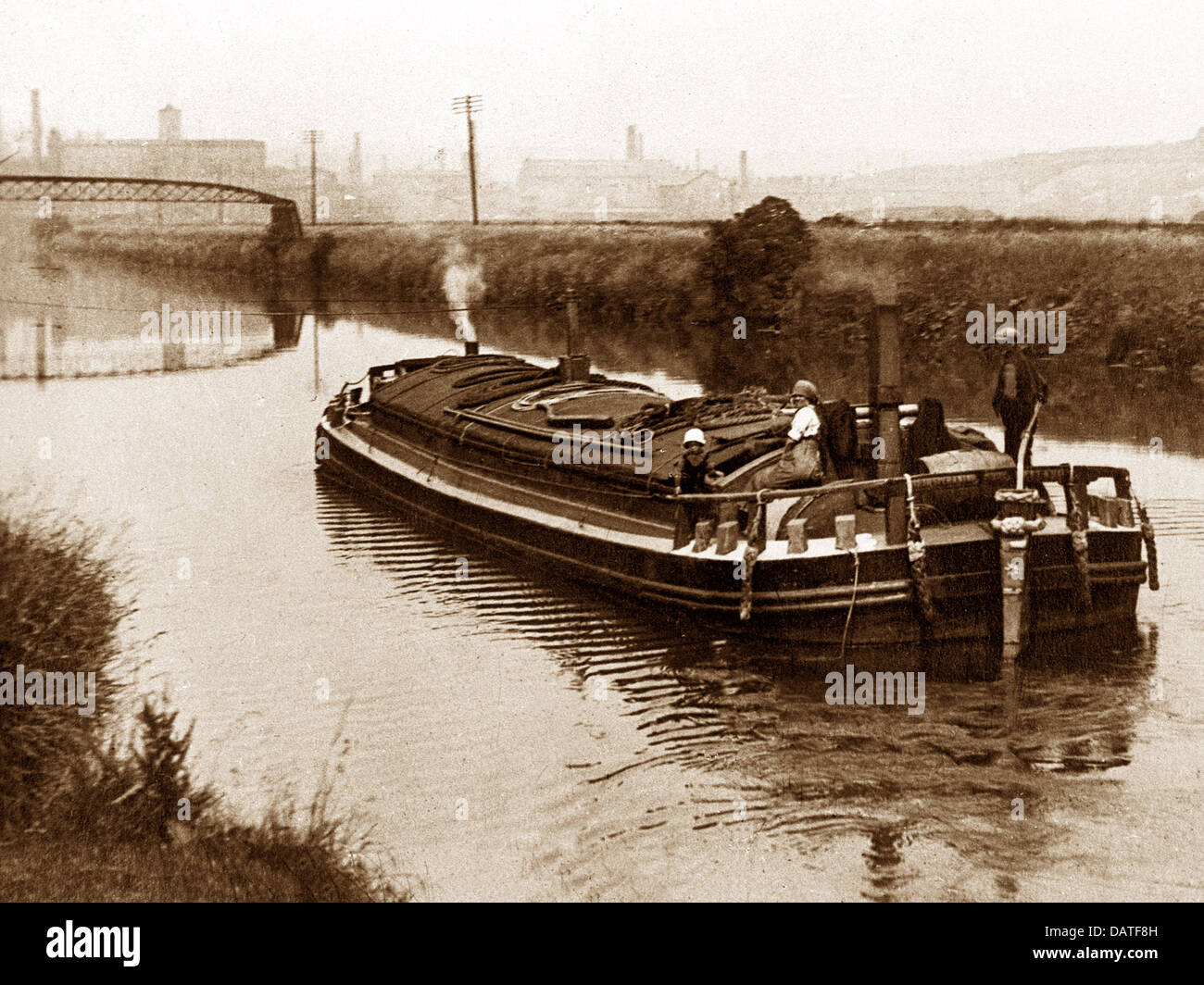 Brighouse River Calder barge early 1900s - Stock Image