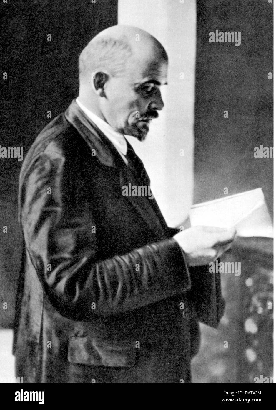Lenin (Vladimir Ilyich Ulyanov), 22.4.1870 - 21.1.1924, Russian politician, half length, during of the 2nd congress - Stock Image