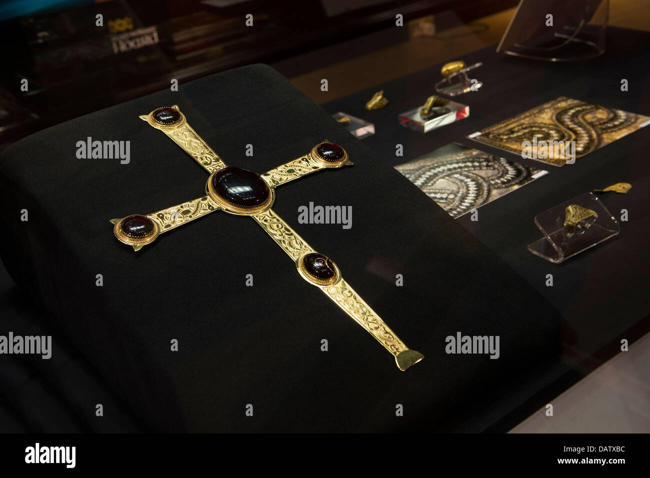 UK, England, Birmingham, Art Galley & Museum, recreation of gold cross found in the 2009 Saxon Hoard - Stock Image