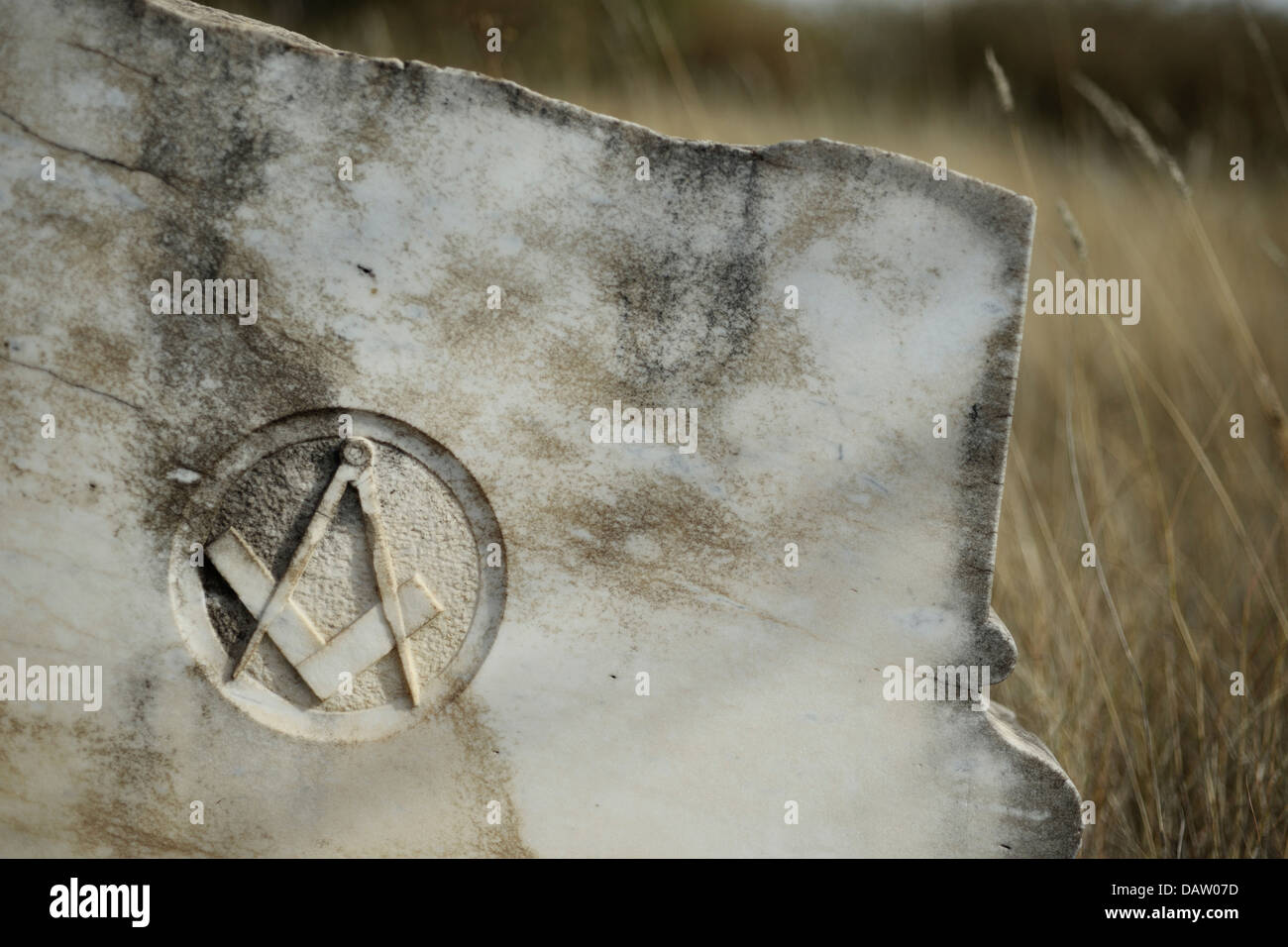 A broken tombstone with Freemason sign from the diamond rush era near Barkly West, South Africa. - Stock Image