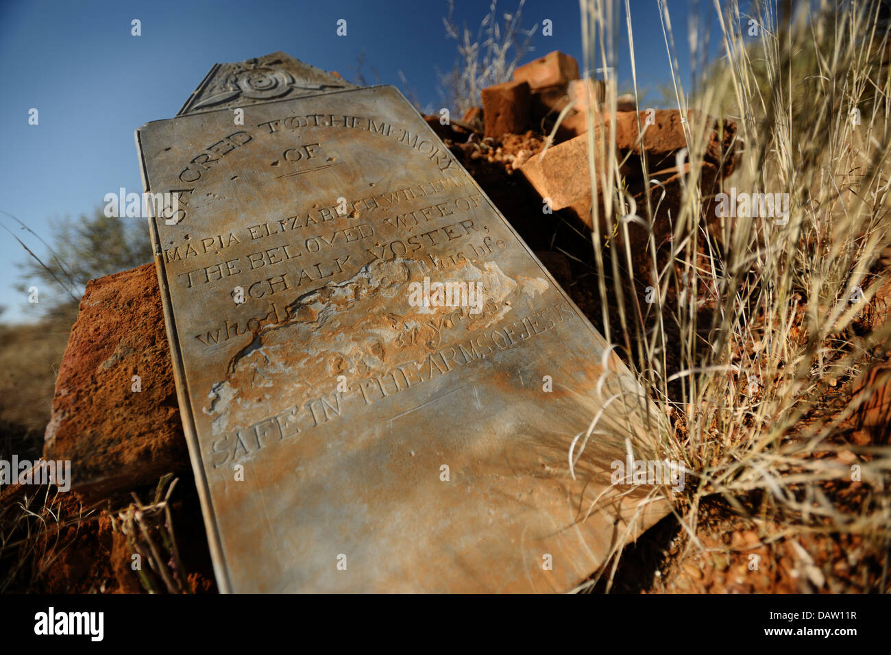 A tombstone with grave from bygone era on the Rietputs farm wher diamonds are mined at present near Barkly West, - Stock Image