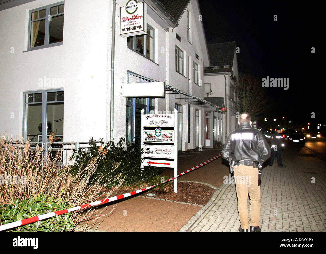 Police officers secure a crime site near a Chinese restaurant in Sittensen, Germany, Monday, 05 February 2007. Six - Stock Image