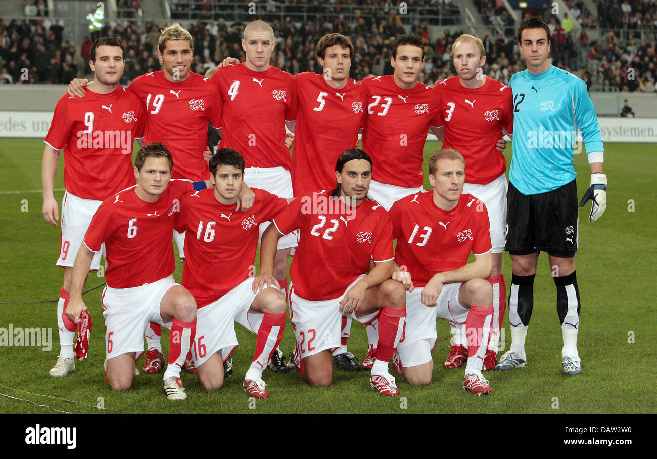 The players of Switzerland line up to the team photo in Duesseldorf, Germany, 07 February 2007. Back row L-R: Alexander - Stock Image