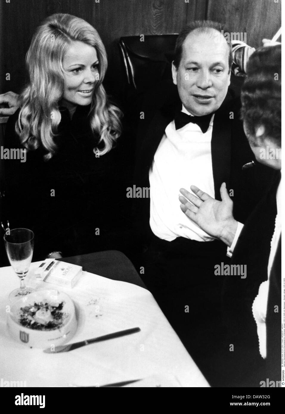 Roland, Juergen, 25.12.1925 - 21.9.2007, German director, half length, with his wife, Hofbraeuhaus, Munich, 1972, - Stock Image