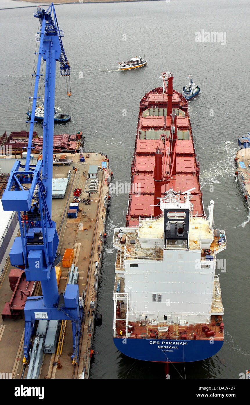 A new containership leaves the dock at the Aker Yards shipyard in Warnemuende, Germany, Monday 05 March 2007.  The - Stock Image