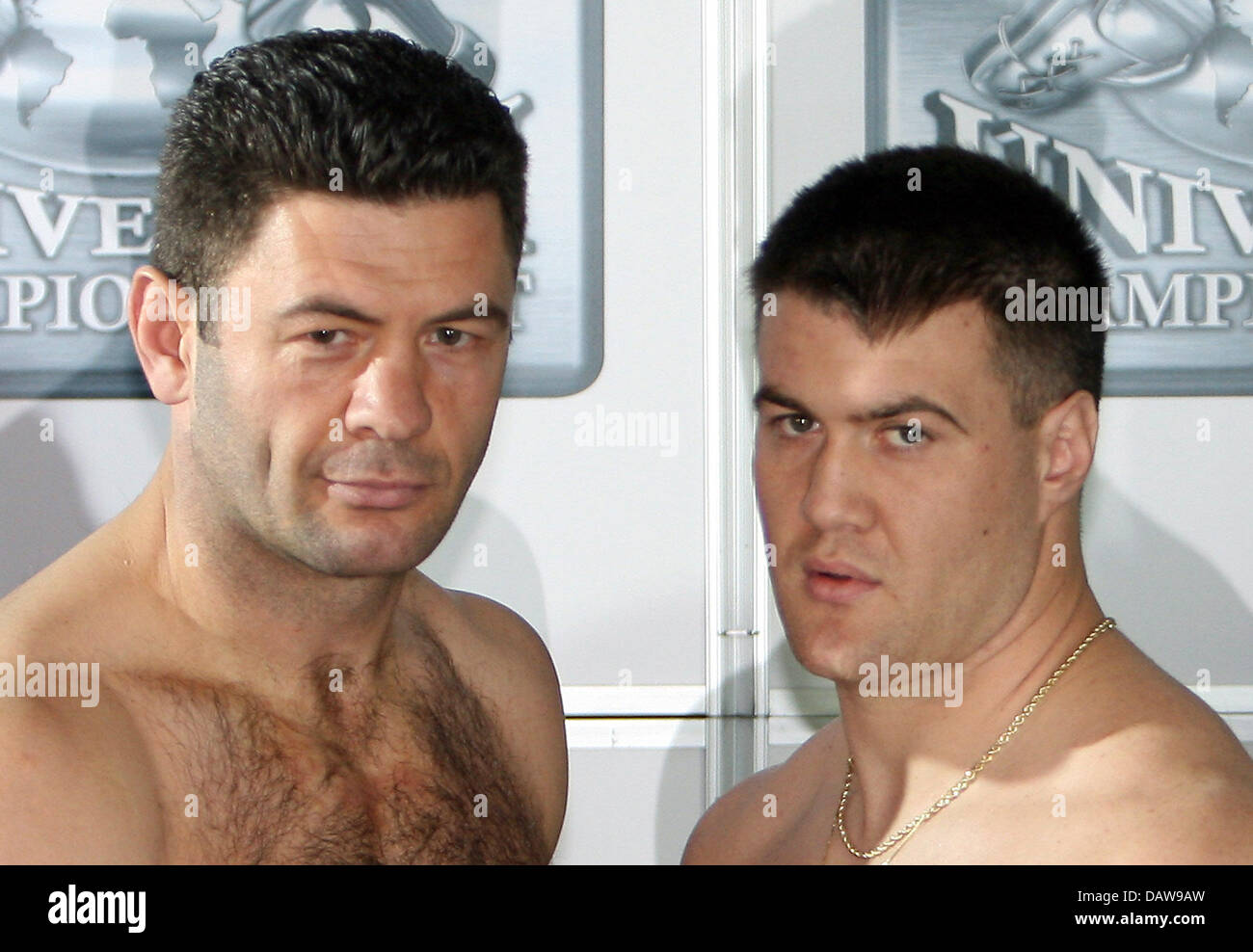 The Two Heavyweight Boxers Luan Krasniqi L From Rottweil And Brian Stock Photo Alamy