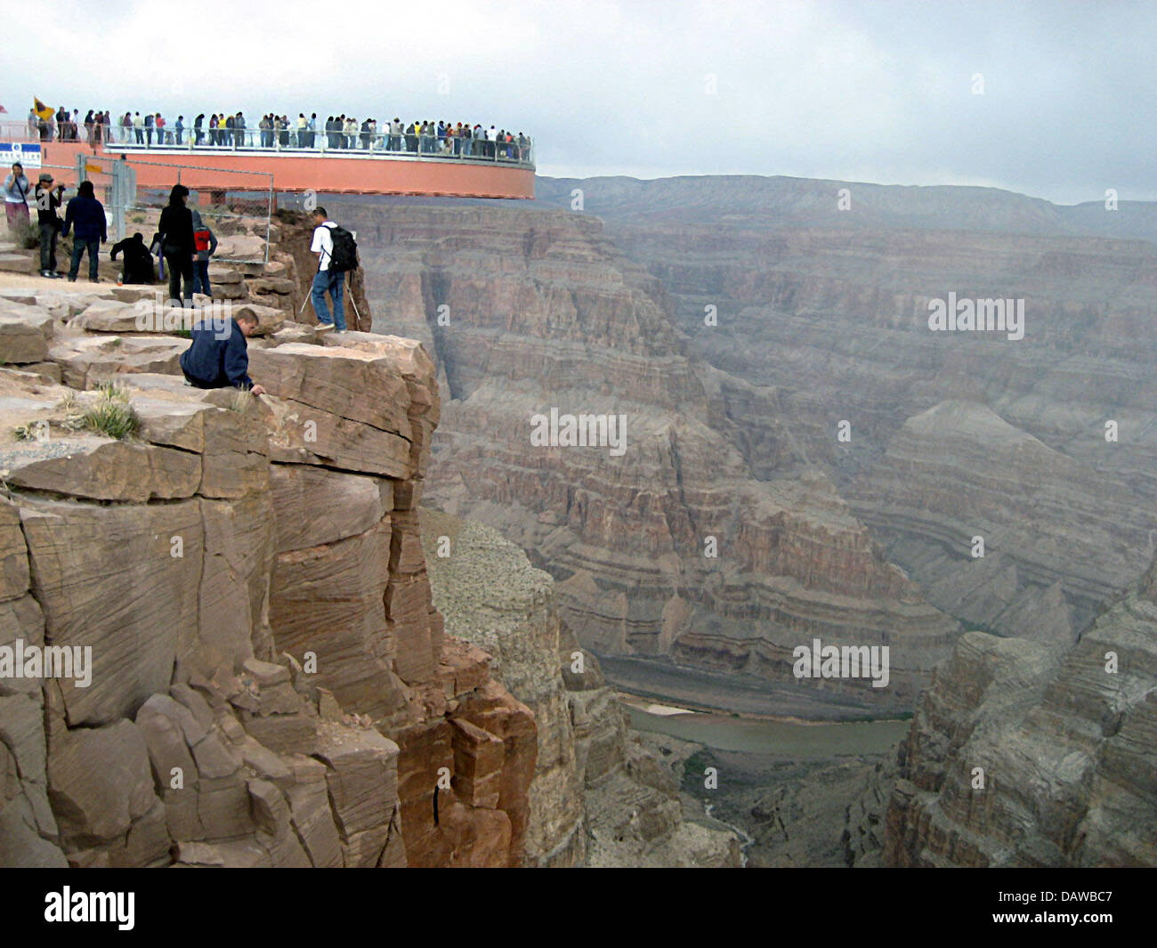 The picture shows visitors flocking to the newly opened Grand Canyon Skywalk in the Hualapai Indians reservation in Arizona state, USA, Tuesday, 20 March 2007. The Skywalk has been inaugurated with hundreds of invited guests getting fascinating views over the canyon through its glass walkway. Rising 1,220 metres from the canyon's floor and 25 metres beyond its rim, the Skywalk is b Stock Photo