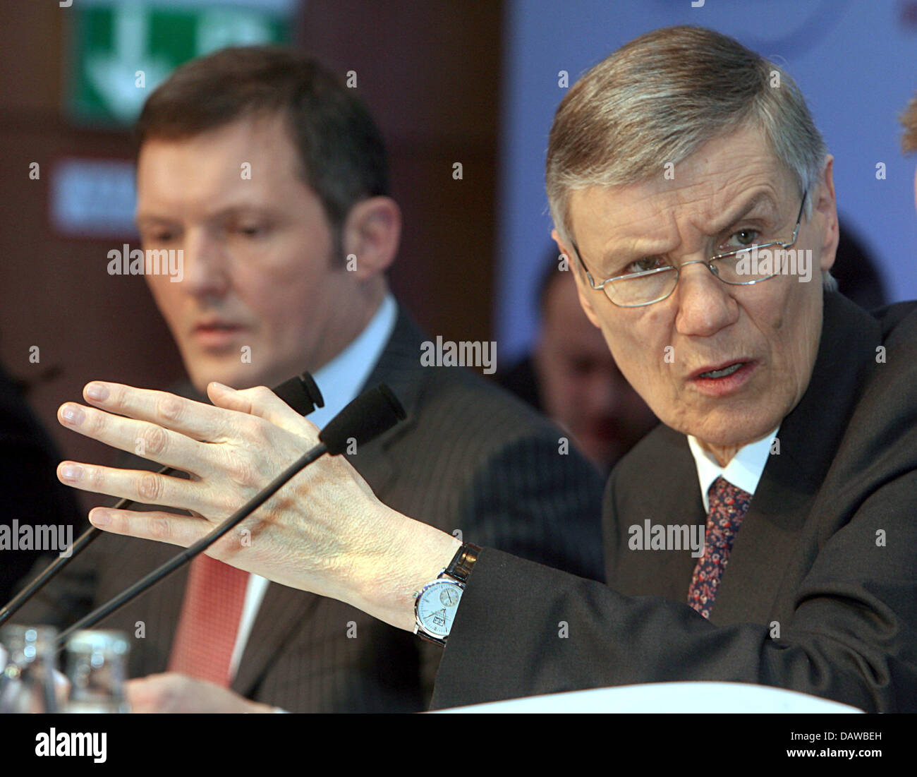 Wolfgang Sprissler (R), CEO of one of Germany's major financial institutions HypoVereinsbank (HVB), and CFO - Stock Image
