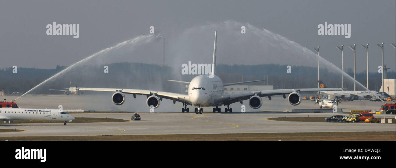 An Airbus A 380 is given its farewell shower by two firebrigade engines at Munich airport, Germany, Wednesday, 28 - Stock Image